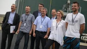 Xavier Manceau (SDMO Industries), Claude Sergent (GAEC du Millier), Alain Christien (Pdg de Maiveo), André Sergent (GAEC), Grégoire Deroo (directeur-général de Maiveo), Nicole Sergent