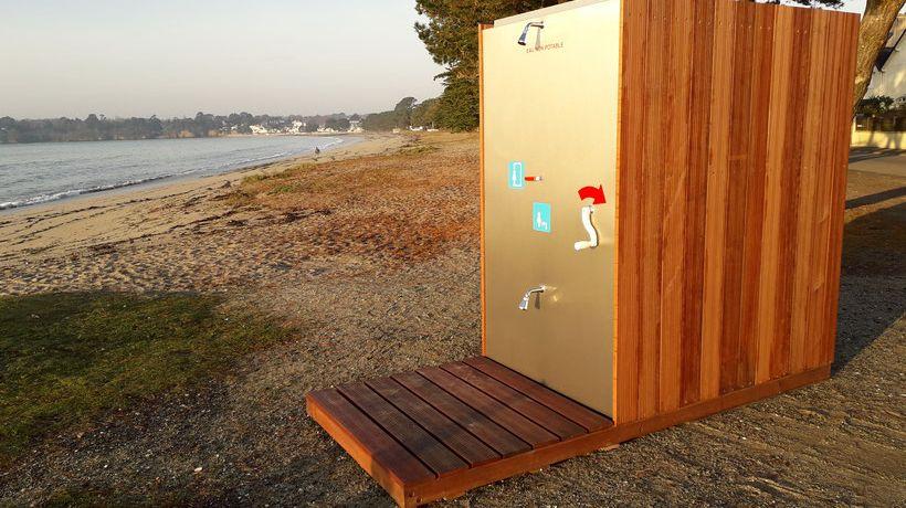 Gaëtan, une douche de plage autonome et qui recycle l'eau