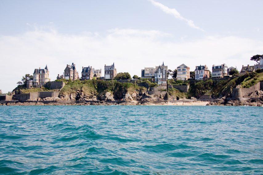 Il y en a 235 000 ! Une enquête pour tout savoir sur les résidences secondaires en Bretagne