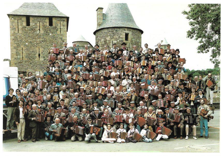 Il y a 40 ans, la bouèze sortait de l'oubli dans la salle de sports de Saint-Brice-en-Coglès