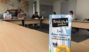 Des agriculteurs du pays de Lorient créent la marque de lait Breizh Positive